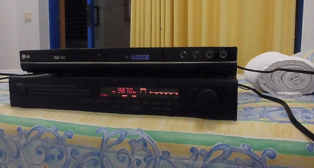 Tuner set to 2ABCFM 98.7 with DVB receiver  - Pelican Waters