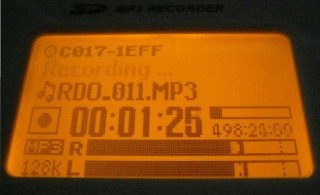Recording screen including dual VU meters - Sangean PR-D8