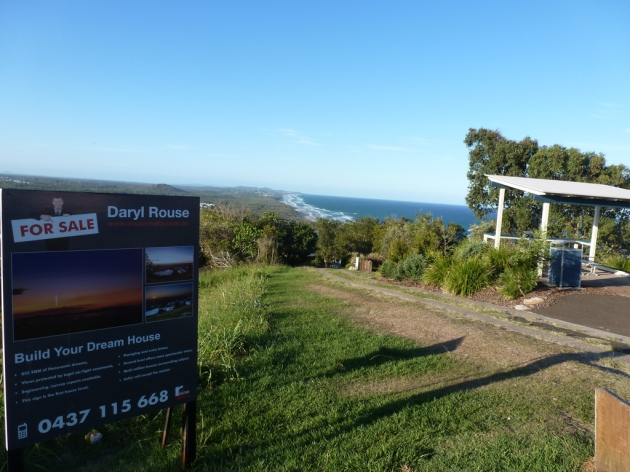Picnic table at Low's Lookout, Northerly aspect © 2013 FM DXing at WordPress