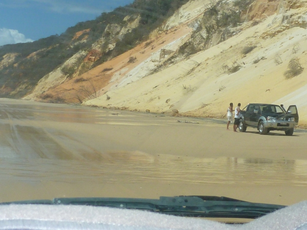4WD vehicle driving south of Rainbow Beach © 2014 FM DXing