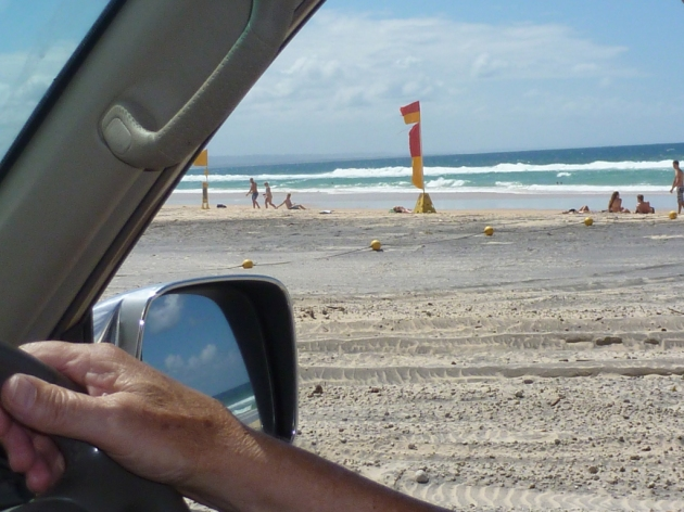 4WD driving permitted on Rainbow Beach © 2014 FM DXing